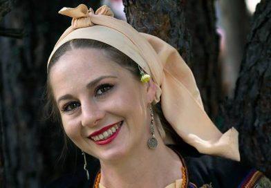 Носиите на Яна Ленова-Димитрова – страст и копнеж по отдавнашната красота