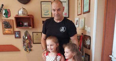 """Наградиха отличените в конкурса """"С очите си видях бедата"""" в Стара Загора"""