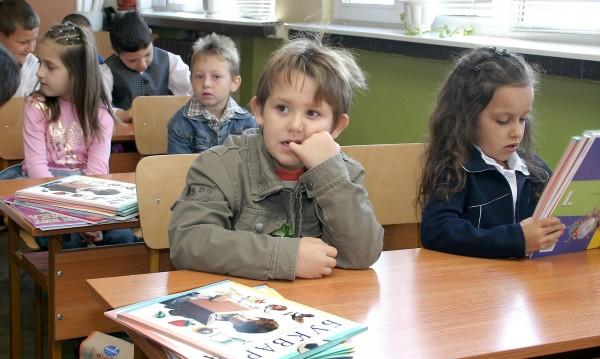 """500 лв. повече ще получават педагози, ако преподават по програма """"Мотивирани учители"""""""