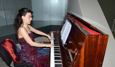 Безплатни уроци по пеене и пиано организира митрополит Киприан