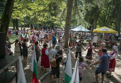 """""""Богородична стъпка"""" събра красотата на българския фолклор"""