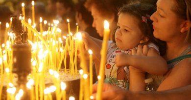 """Благодатният огън ще се раздава в двора на Катедралния храм """"Св. Николай"""", а не на площада"""