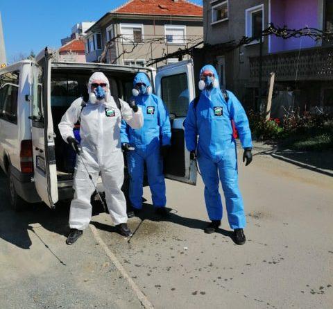 Доброволци помагат в дейностите по дезинфекция в Стара Загора