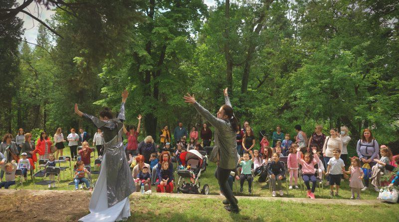 Празничен 1 юни в двора на Старозагорската Митрополия