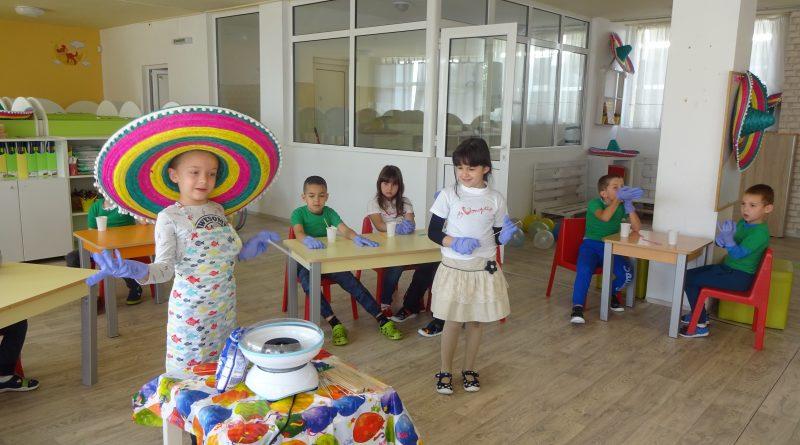 "С ""Шарен миш-маш"" ДГ ""Светлина"" празнува Деня на детето"