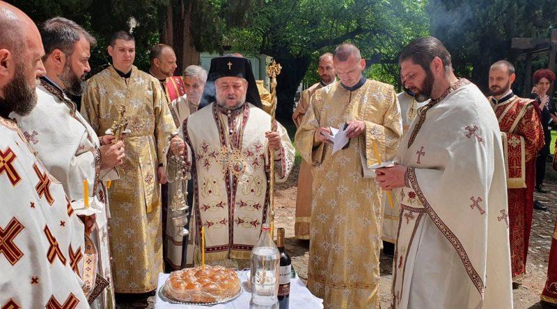 На Задушница бяха отслужени литургия и панихида в Митрополитския храм