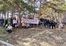 """Екипът на ДГ """"Светлина"""" и приятели, почисти парк """"Борова гора"""""""