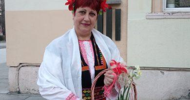 """Баба Марта раздава мартеници в Средно училище """"Васил Левски"""""""