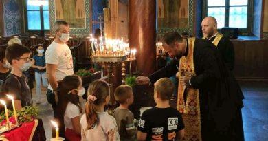 """Водосвет за """"на добър час в училище"""" отслужиха в митрополитския храм"""
